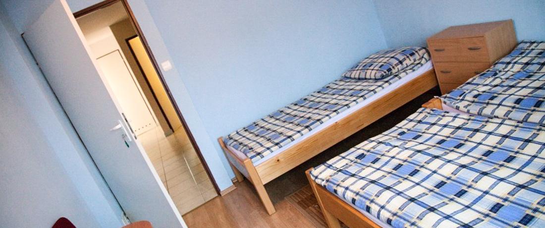 Kuchnia, jadalnia, 4 pokoje z łazienkami.